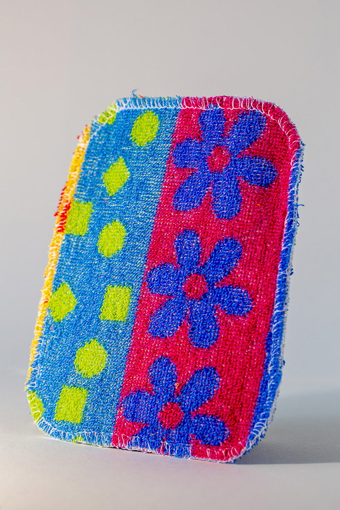 euro scrubby blue-red flower